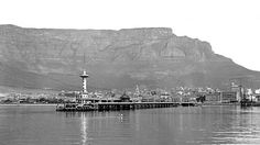 Old pier cape town Old Pictures, Old Photos, Vintage Photos, Cities In Africa, South African Air Force, Cape Town South Africa, Table Mountain, Most Beautiful Cities, African History