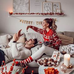 christmas photoshoot Essentially warm Christmas sweaters make you happier beautiful Christmas sweaters Christmas Couple, Christmas Mood, Couple Christmas Pictures, Christmas Fashion, Family Christmas Photos, Couples Vintage, Beauty Dish, Christmas Aesthetic, Jolie Photo