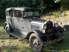 1929 Ford Model A Fordor Front Corner