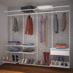 Closet aramado feminino com sapateiras retráteis da linha Dicarlo.