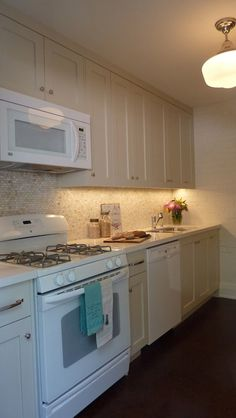 Sealy Design - kitchens - Benjamin Moore - Natural Cream - cream cabinets, cream kitchen cabinets, shaker cabinets,