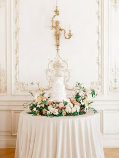 Two Tier marble wedding cakes Ivory Wedding Cake, Fall Wedding Cakes, Wedding Linens, Wedding Cakes With Flowers, Elegant Wedding Cakes, Floral Wedding, Classic Weddings, Table Flowers, Wedding Cake Display