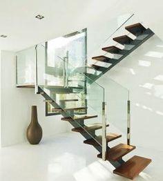 УДОБно, надежно, #Проектирование и $изготовление #лестниц: деревянные #лестницы для дома под заказ Steel Stairs Design, Home Stairs Design, Stair Railing Design, Metal Stairs, Modern Stairs, House Design, Luxury Staircase, House Staircase, Model House Plan