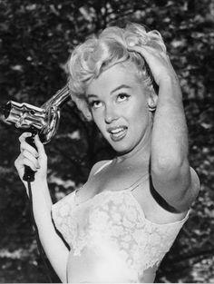Sur le tournage de The Seven Year Itch 10 - partie 2 - Divine Marilyn Monroe Marilyn Monroe Fotos, Marylin Monroe, Ingrid Bergman, Sophia Loren, Elizabeth Taylor, Joe Dimaggio, Gentlemen Prefer Blondes, The Beauty Department, Norma Jeane