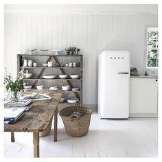 This is Sunday #scandinavianhome #apartmenttherapy #designsponge #kitchen #smegfridge