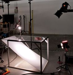 Shelf setup for photographing glass objects