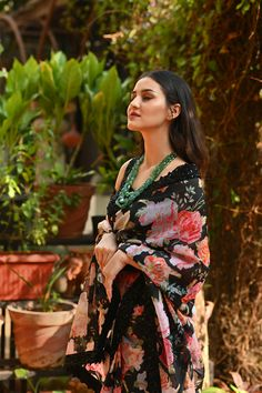 New collection. Garden Soiree - Dark florals from Geethika Kanumilli. Simple Sarees, Trendy Sarees, Stylish Sarees, Dress Indian Style, Indian Dresses, Modern Saree, Fashion Drawing Dresses, Indian Silk Sarees, Indian Bridal Outfits