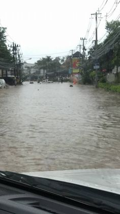 The heavy rain started on December 3rd, the flooding commenced that night and the next day. The rain finally began to ease on the 8th December. https://islandinfokohsamui.com/2016/12/08/samui-floods-december-2016/