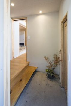 家族を結びつける大屋根の家 (玄関) Mirror, Projects, Furniture, Home Decor, Log Projects, Interior Design, Home Interior Design, Arredamento, Mirrors