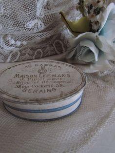 Klein frans doosje /Small french trinket box. SOLD