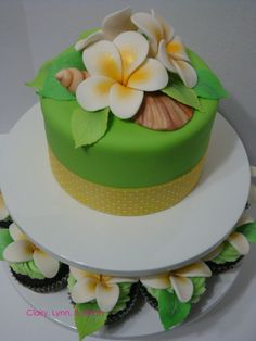 Plumeria Cake (otherwise known as frangipani) : I love this flower and would love to be able to make these decorations!