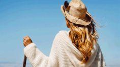 """Den fine trøje med hætte og overlappende krave er perfekt at holde varmen i, når efterårsstormene raser. Og på pinde nr. 7 kommer det til at gå stærkt. Opskriften er fra """"Nem strik på store pinde #Skappelstrik"""" Panama Hat, Knitting, Crochet, Sweaters, Inspiration, Fashion, Threading, Blouse, Crochet Hooks"""