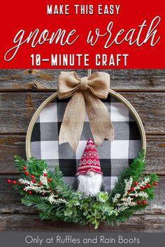 Handmade Christmas, Christmas Diy, Christmas Decorations, Christmas Ornaments, Wreath Crafts, Diy Wreath, Wreath Ideas, Christmas Embroidery, Holiday Wreaths