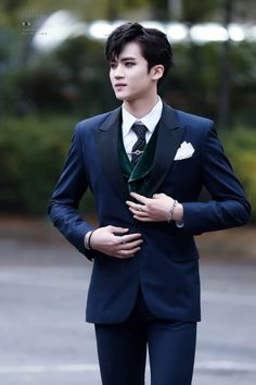 Unholy mother of Cthulhu help this poor soul ... Yanan in suit is not good for my heart