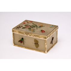 Snuffbox -V&A - not with embroidery, but with gemstones, so 3-D - inspiration for an embroidered one?