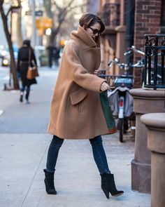 Celebrity & Entertainment | Keri Russell Bundles Up Her Baby Bump in Chilly New York City | POPSUGAR Celebrity