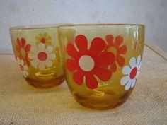2 x 1970s Drinking Glass Tumbler – Flower Power Hippie Daisy Blossoms – Made in Italy – Vintage Mid Century Italian Barware Tableware Whisky von everglaze auf Etsy