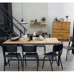 Inspirée du mobilier industriel, la table Hiba vous séduira par ses lignes  sobres et son