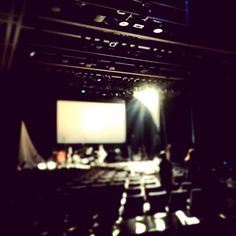 本日は渡辺シュンスケの晴れ舞台、シンシュンシュンチャンショー@日本橋三井ホール。絶賛照明シュート中。