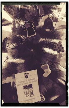 Árbol de navidad con decoración de galletas