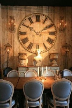 I love the block and table. Diy House Projects, Pallet Projects, Big Wall Clocks, Cycle Shop, Tic Toc, Interior Decorating, Interior Design, Clock Decor, Rustic Elegance