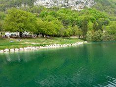 Zalig om te zwemmen! Vlakbij was er een kamping. Geen openbaar vervoer op zondag! Escursione ai Laghi di Lamar - Trentino - Italia