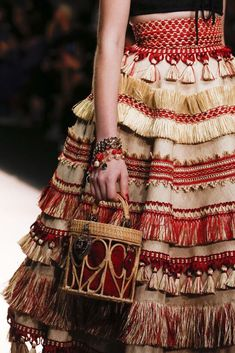 e 🏣 haute couture high fashion allure style look gitane bohemian robe dress kleid vo. Fashion Details, Look Fashion, Runway Fashion, Fashion Art, High Fashion, Fashion Show, Fashion Design, Fashion Trends, Trendy Fashion