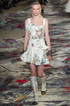 Alexander McQueen Spring 2017 Ready-to-Wear Fashion Show - Stella Lucia