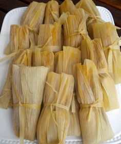 Tamales Caseros: Quintessential Mexican Food Recipe via Hispanic Kitchen Pozole, Pan Dulce, I Love Food, Good Food, Yummy Food, Yummy Yummy, Mexican Dishes, Mexican Food Recipes, Salvadorian Food