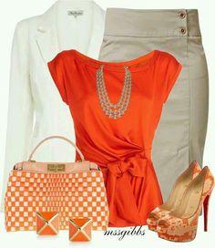 Blusa naranja y falda beige