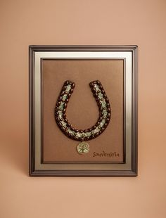 This handmade horseshoe is a great giftfor your loved ones. Looks great in the house and bring GOOD LUCK! Price:$60
