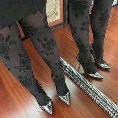La vida no es blanco y negro no olvides la escala de grises / Life isnt black and white dont forget gray areas . Buenas noches/ Good night . #shoes #shoegame #stilettos #shoesporn #shoeselfie #shoestagram #shoesoftheday #shoeslovers #shoesaddict #heelstagram #heels #luxuryshoes #heelslover #heelsoftheday #heelsaddict #highheels #highheelshoes #shoeaholic #HighArches #tacones #tacchietacchi #tacchi #sexyheels #shoegram #longlegs #guess #guessshoes #instashoes
