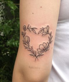 You are in the right place about nature tattoo Here we offer you the most beautiful pictures about the back … Girly Tattoos, Mom Tattoos, Body Art Tattoos, Small Tattoos, Tattoos For Women, Tatoos, Constilation Tattoo, Piercing Tattoo, Love Heart Tattoo