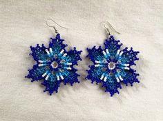 Pendientes flor de Peyote azul Huichol por BiuluArtisanBoutique
