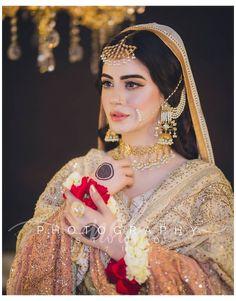 Pakistani Bridal Jewelry, Bridal Mehndi Dresses, Asian Bridal Dresses, Pakistani Wedding Outfits, Bridal Dress Design, Indian Bridal Fashion, Indian Bridal Outfits, Pakistani Wedding Dresses, Bridal Jewellery