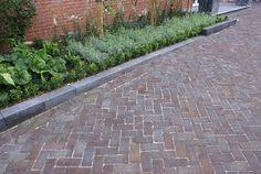 klinkers - Google zoeken Outdoor Gardens, Sidewalk, Backyard, Architecture, Images, Stones, Outdoors, Gardening, Space