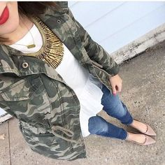 41425f434 Super cute casual outfit - Camo jacket, peplum top, statement necklace,  skinny jeans