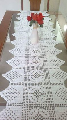 Crochet Beautiful Flower Step By Step Filet Crochet, Crochet Motif, Crochet Doilies, Crochet Stitches, Crochet Table Runner Pattern, Crochet Tablecloth, Crochet Decoration, Decoration Table, Crochet Towel