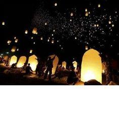 sky lanterns...I wanna do this! Maybe next anniversary with the family :)
