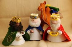 Puppet studio Severine: The Christmas party . Diy Nativity, Christmas Nativity Scene, Felt Christmas, Christmas Holidays, Christmas Decorations, Christmas Ornaments, Cork Crafts, Felt Crafts, Craft Stick Crafts