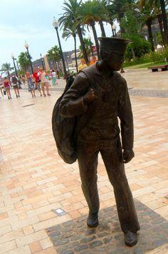Monumento de bronce en recuerdo de los miles de soldados que hicieron *la mili* en Cartagena, Spain