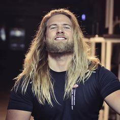 Norwegian Navy Officer and International Heartthrob Bears Striking Resemblance to Thor - My Modern Met