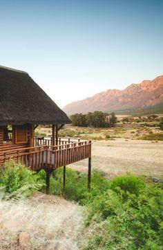 Met 'n pragtige uitsig op die Witzenberge, is dié salige bestemming net wat jy benodig! Tents, South Africa, Westerns, Cape, Buildings, To Go, House Styles, Places, Mantle