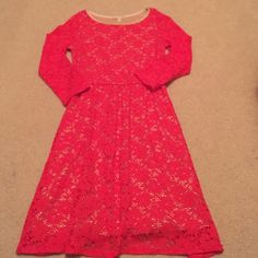 GB Coral Floral Dress Beautiful. Absolutely no signs of wear. Quarter sleeved. Only worn once for a few hours. From Vonmaur! Gianni Bini Dresses Long Sleeve