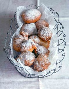 Oliebollen ~ Dutch Doughnuts - - Oliebollen, or Dutch doughnuts, are yeasted donuts that are crisp on the outside and soft and sweet inside. Serve with a dusting of powdered sugar. Dutch Desserts, Just Desserts, Iftar, Beignets, Poffertjes Recipe, Traditional Dutch Recipes, Biscotti, Dessert Crepes, Gourmet