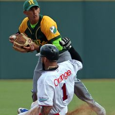 SAN JUAN, Puerto Rico -  The defections of pitcher Vladimir Gutierrez and shortstop Dainer Moreira during the Caribbean Series represent only the latest symptom of what ails Cuban baseball. The illness is