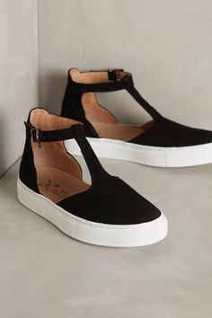 Anthropologie's July Arrivals: Shoes T-bar sneakers in black – perfect with rolled up jeans or a simple skater dress for a casual Sunday look Me Too Shoes, Look Fashion, Fashion Shoes, Fall Fashion, Fashion Trends, Nike Fashion, Fashion Bloggers, Fashion Accessories, Flats