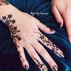 My work at the amazing event of @iconscoffeecouture Rak ❤️ it was such a fun henna gathering party thankyou @z_pretty_parties