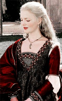 Holliday Grainger as Lucrezia in The Borgias Lucrezia Borgia, Los Borgia, The Borgias, Italian Renaissance Dress, Renaissance Fashion, Historical Costume, Historical Clothing, Larp, François Arnaud