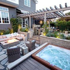 Diseño de patio actual con entablado y pérgola #ExteriorDesignOasis1